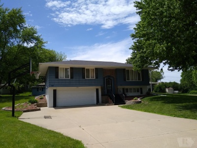 1839 Spencer Street, Grinnell, Iowa 50112, 3 Bedrooms Bedrooms, ,1 BathroomBathrooms,Residential,For Sale,Spencer Street,35016332