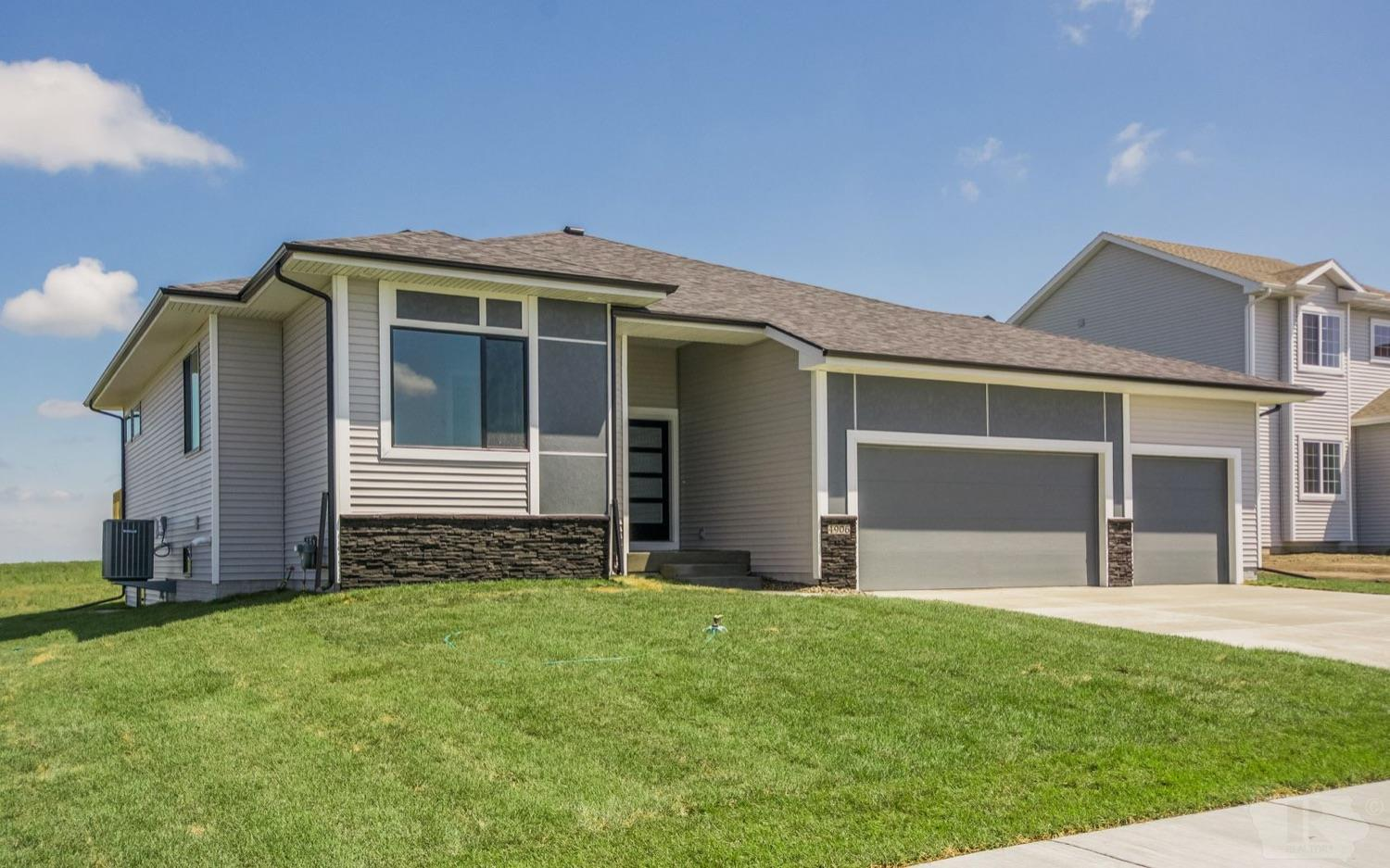 2511 7th, Newton, Iowa 50208, 3 Bedrooms Bedrooms, ,2 BathroomsBathrooms,Residential,For Sale,7th,35017224