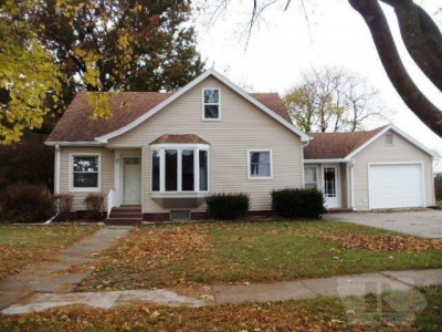 121 East, Grinnell, Iowa 50112, 4 Bedrooms Bedrooms, ,1 BathroomBathrooms,Residential,For Sale,East,35017882