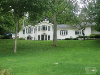 3019 Lakeshore, Brooklyn, Iowa 52211, 5 Bedrooms Bedrooms, ,3 BathroomsBathrooms,Residential,For Sale,Lakeshore,35017914