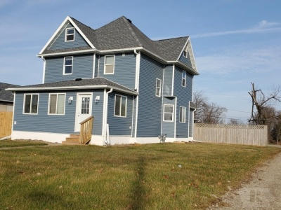1801 Summit, Marshalltown, Iowa 50158, 4 Bedrooms Bedrooms, ,2 BathroomsBathrooms,Residential,For Sale,Summit,35017933