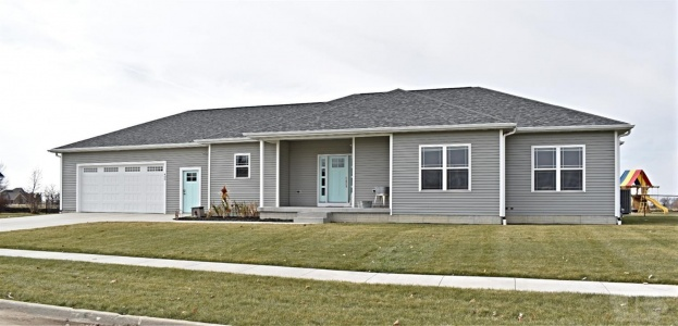 400 Allan, Baxter, Iowa 50028, 4 Bedrooms Bedrooms, ,2 BathroomsBathrooms,Residential,For Sale,Allan,35017902